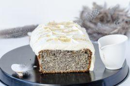 Saftiger Mohnkuchen mit Eierlikör-Topping