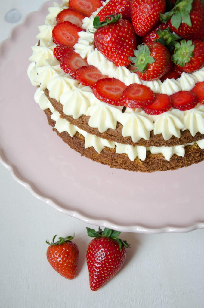 Erdbeer-Buttermilch-Torte-10
