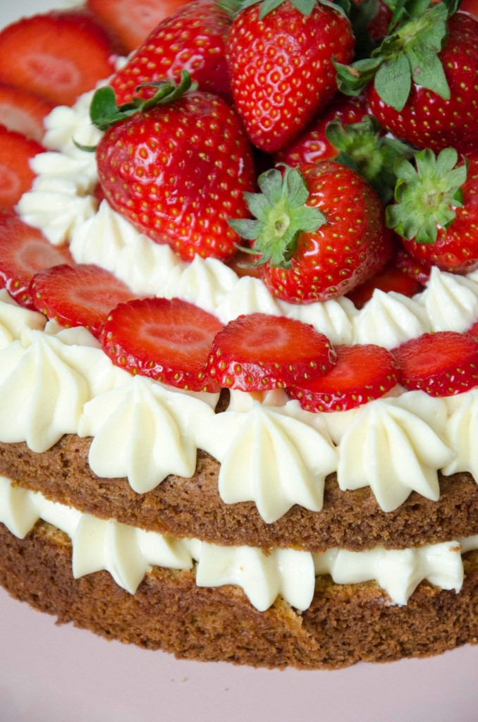 Erdbeer-Buttermilch-Torte-12