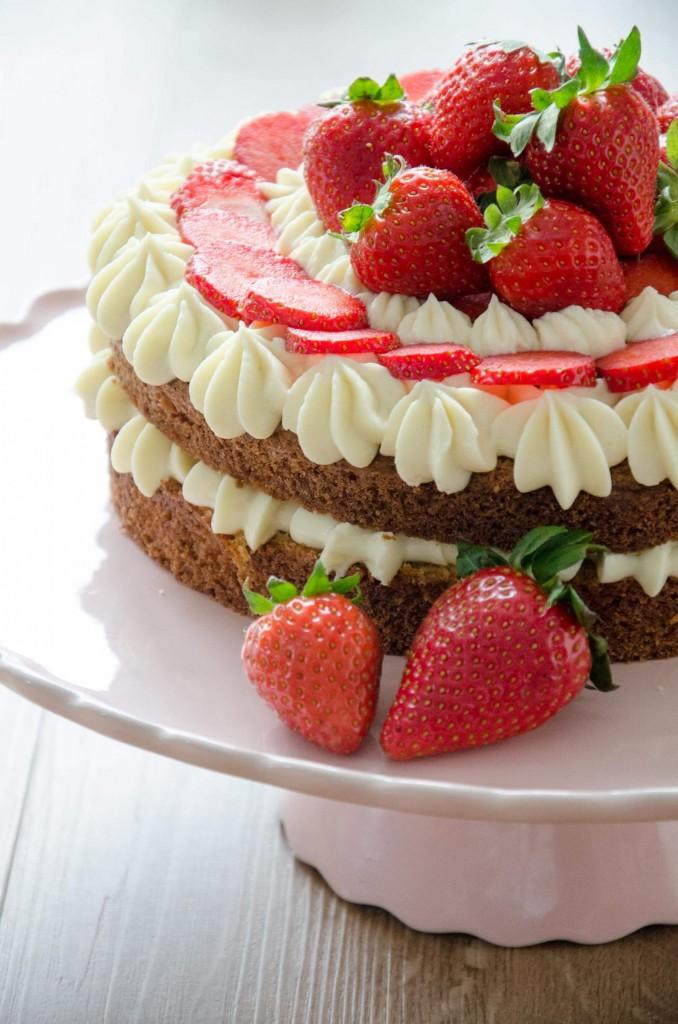 Erdbeer-Buttermilch-Torte-15