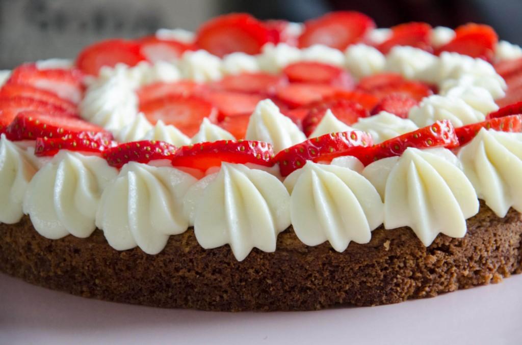 Erdbeer-Buttermilch-Torte-3