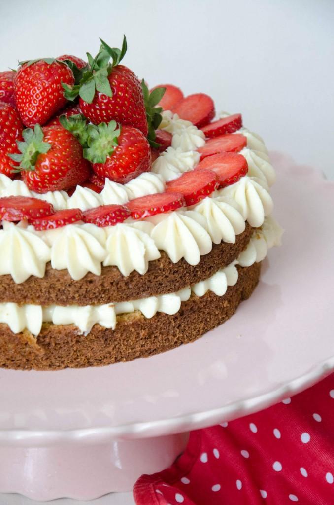 Erdbeer-Buttermilch-Torte-5