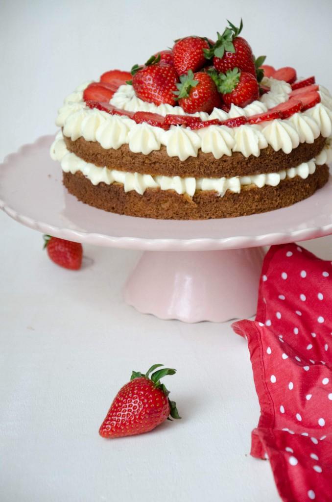 Erdbeer-Buttermilch-Torte-6
