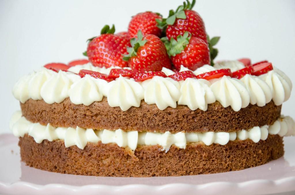 Erdbeer-Buttermilch-Torte-9