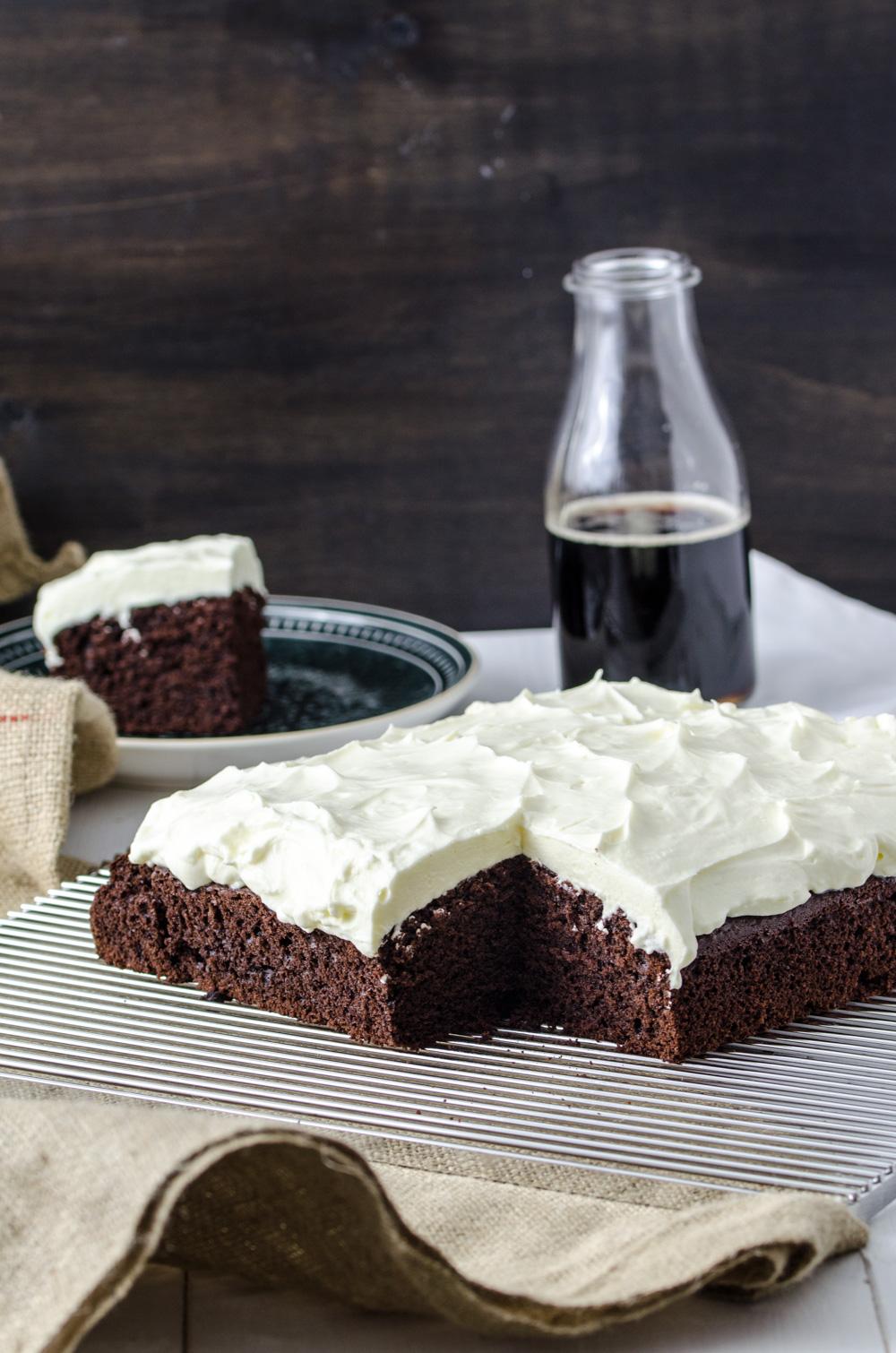Schwarzbier-Kuchen mit Frischkäse-Topping - Baking Barbarine